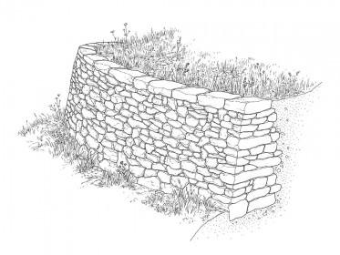 Fertig gebaute Stützmauer mit liegenden Decksteinen